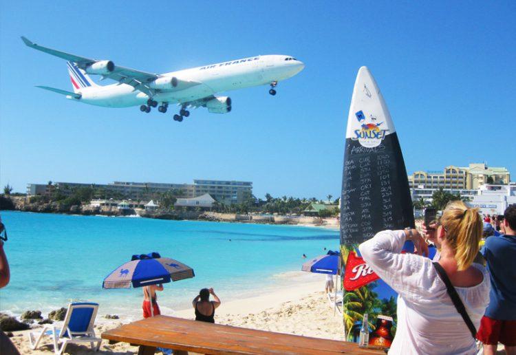 Maho Beach - самый экстремальный и необычный пляж в мире