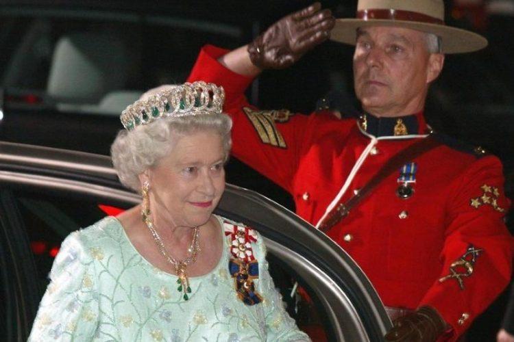 Королевский гардероб: стильные наряды Елизаветы II