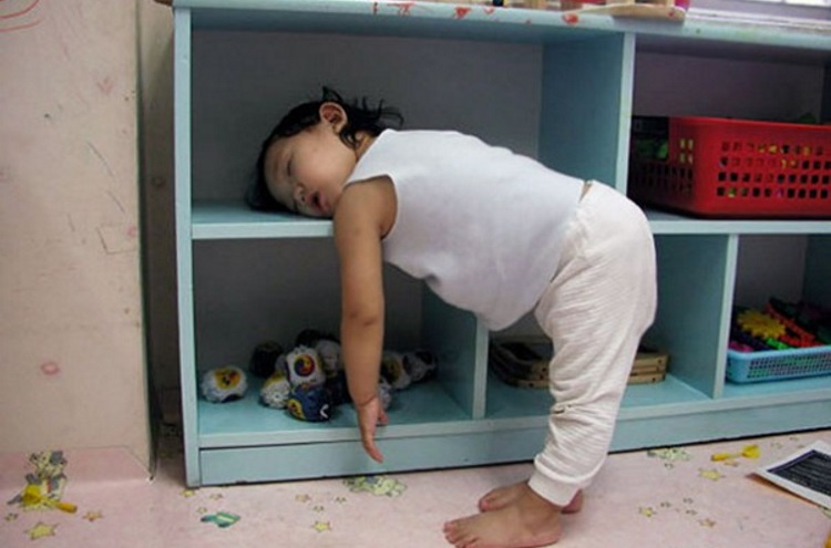 Смешные картинки детей, которые уснули как попало, 50 фото
