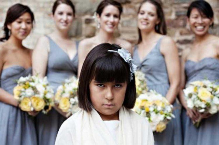 30 cмешных фото детей, которым очень скучно на свадьбе